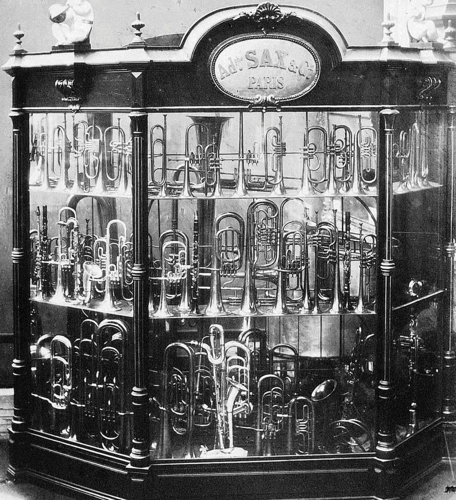 Stand degli strumenti Sax per le esposizioni internazionali,  in particolare quello usato a Londra nel 1851